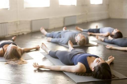 शवासन Yoga से Anxiety कैसे दूर करें